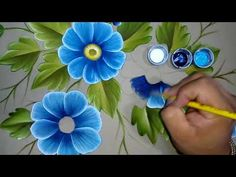 In this video I teach you how to paint colorful flowers on fabric very easily . Acrylic Painting Techniques, Painting Videos, Acrylic Painting Canvas, Fabric Painting, Diy Painting, Watercolor Paintings, Canvas Art, Tole Painting Patterns, Beautiful Paintings