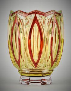 Val-Saint-Lambert vase 'De Vinci' S/387 - vase en cristal teinté doublé rouge - Catalogue Cristaux de Fantaisie 1926 - Joseph Simon - H 20,5 cm.