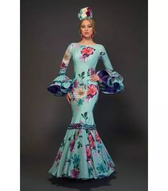 trajes de flamenca 2017 - Aires de Feria - Pasion Royal Dresses, 15 Dresses, Modest Dresses, Women's Fashion Dresses, Dresses With Sleeves, Costume Flamenco, Flamenco Skirt, Spanish Dress, Spanish Fashion