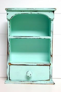 Distressed shelf, I so want to do this.