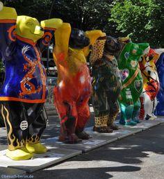 Berliner Buddy Bears.  http://besuch-berlin.de