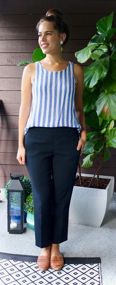 Jules in flats - stripe top with aritzia darontal crepe pants (business casual summer workwear on a budget) Fashion For Petite Women, Womens Fashion For Work, Curvy Fashion, Fashion Women, Business Casual Outfits, Business Fashion, Lunch Boxe, Summer Teacher Outfits, Casual Chic Style