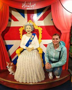 Nie miałam okazji zobaczyć na żywo Królowej Elżbiety II, więc musiałam się zadowolić klockami lego 😁 Ronald Mcdonald, Lego, Fictional Characters, Instagram, Fantasy Characters, Legos