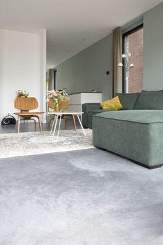 Weinig onderhoud Steeds mooier in de loop der Interior Concept, Home Interior Design, Concrete Floors, Bathroom Interior, Home Living Room, Sweet Home, New Homes, House Design, Flooring