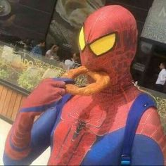 Spiderman trying to eat an onion ring! Wow look how exotic – Spiderman trying to eat an onion ring! Stupid Funny Memes, Haha Funny, Hilarious, Reaction Pictures, Funny Pictures, Funny Pics, Cursed Images, Mood Pics, Dankest Memes