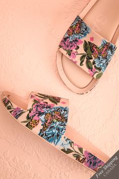 Treazzano Fleuri #boutique1861 / All you have to do is slide your feet into these adorable sandals to testify to their comfort! With their bright and colourful pattern, they are perfect for hot summer days, no matter if you're at the beach or in the city. Whether they're paired with a flowy dress or circle skirt, the charm of these shoes will be the envy of everyone around!