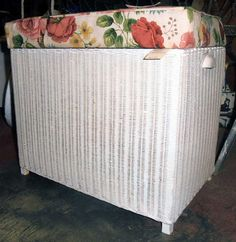 Lloyd Loom white cane hamper www.heathsoldwares.com.au Heaths Old Wares, Collectables Antiques and Industrial Antiques. 19-21 Broadway, Burringbar NSW Open 7 days 9am - 5pm phone 0266771181 Vintage Bathrooms, Hamper, Loom, Baskets, Broadway, Tables, Industrial, Street, Antiques