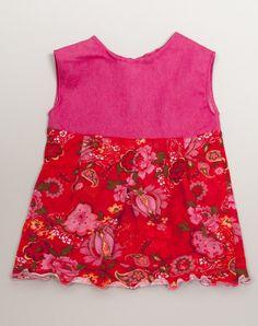 Roze jeans met rode tricot. een verassende combi die je vrolijk maakt! leverbaar in mt 74 80 86 en 92. www.byella.nl