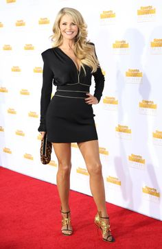 Christie Brinkley is a goddess!! 59 years old..wow!! I want to look that good at that age.