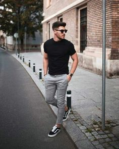 21 Really cool streetstyle looks! - Mr Streetwear Magazine- 21 Really cool streetstyle looks! – Mr Streetwear Magazine 21 Really cool streetstyle looks! Outfit Hombre Casual, Casual Outfits, Black Outfits, Urban Style Outfits Men, Nice Outfits For Men, Casual Ootd, Casual Wear For Men, Summer Outfits Men, Winter Outfits
