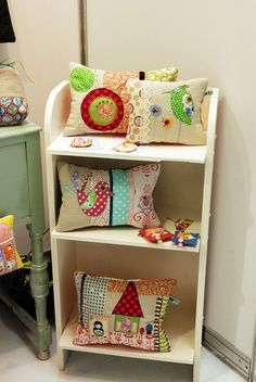 bring a bookshelf to display crafts at your table