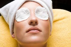 This perfect formula (under-eye mask) helps you to remove under-eye pockets, dark circles .This perfect formula (under eye mask) will help you get rid of pockets under the eyes, dark circles, bumps, wrinkles . Easy Face Masks, Homemade Face Masks, Lemon Face Mask, Under Eye Mask, Layers Of Skin, Happy Skin, Puffy Eyes, Tips Belleza, Healthy Skin