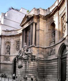 Fontaine de Grenelle ou Fontaine des Quatre Saisons, à Paris (VIIe''arrondissement). - Cette fontaine est située rue de Grenelle, près de la rue du Bac,