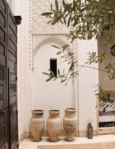 28 Amazing inspirations to reproduce a decoration from the Arabian Nights - 28 Amazing inspirations to reproduce a decoration from the Arabian Nights Morrocan House, Morrocan Decor, Modern Moroccan Decor, Moroccan Lanterns, Moroccan Design, Moroccan Style, Marrakech, Exterior Design, Interior And Exterior