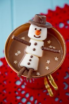 Snowman Hot Chocolate: Christmas in a Cup Christmas Hot Chocolate, Hot Chocolate Bars, Christmas Coffee, Christmas Mood, Noel Christmas, Chocolate Gifts, Christmas Signs, Handmade Christmas, Christmas Snacks