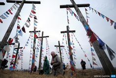 BELARUS, OSHMIANY: Belarus' Catholics pray on a hill with wooden crosses while celebrating Palm Sunday in the town of Oshmiany, some 130  kilometers northwest of Minsk, on March 29, 2015. AFP PHOTO / SERGEI  GAPON