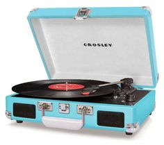 Crosley Cruiser Portable Turntable (Turquoise) Love the rich, warm sound of vinyl, but wish it was a more moveable music format? Put down the iPod Crosley Record Player, Retro Record Player, Record Players, Ipod, Hipster Home, Bluetooth, New Gadgets, Gadget Gifts, Tech Gifts