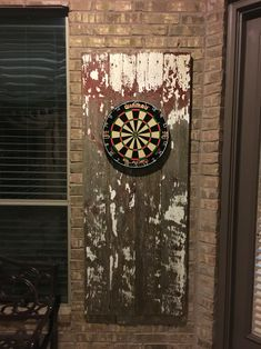 Just finished putting together my new dart board with reclaimed antique rustic siding from a barn in Iowa. Wanted to create something original. Outdoor Dart Board, Outdoor Wall Art, Outdoor Walls, Dartboard Setup, Dartboard Backing, Inexpensive Patio, Garden Wall Art, Garden Walls, Reno
