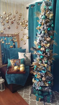 25 Elegant Winter Holiday Decors with Blue Accent Peacock Christmas Tree, Pencil Christmas Tree, Slim Christmas Tree, Turquoise Christmas, Christmas Tree Themes, Blue Christmas, Beautiful Christmas, Xmas Tree, Christmas Tree Decorations