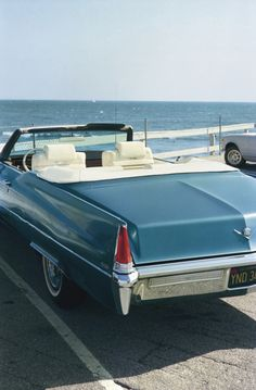 William Eggleston Cadillac de Ville ''the sea in front on the car shows how even though the car has stopped their is another journey to be had over the sea'' William Eggleston, General Motors, Us Cars, Sport Cars, Peugeot, Convertible, Open Air, Robert Doisneau, Car Photography