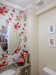Floral lindo no papel de parede para lavabos, e este espelho fala sério ! love total com ele.
