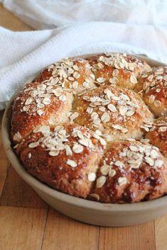 Whole grain bread rolls
