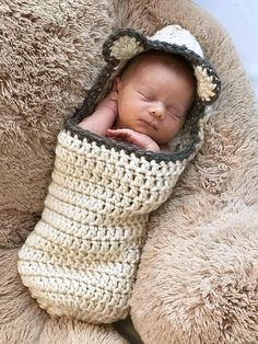 baby cocoon newborn photos Crochet Cocoon Pattern, Newborn Photo Prop, EASY PATTERN, Chunked Bear Cocoon - Bulky Yarn - Swaddle Sack -by Deborah O'Leary Crochet Bebe, Crochet Gifts, Kids Crochet, Chunky Crochet, Fall Crochet Hats, Crochet Dolls, Crochet Cocoon Pattern, Pull Bebe, Baby Swaddle