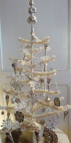 Vintage Christmas Tree Decorating Ideas 29 This would be beautiful for a Winter wedding in all sizes