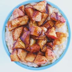 Dreaming about these oats today! They were so good and so easy! Just sautee chopped apple 🍎 with cinnamon and maple syrup and then toss it on top of your oatmeal and is your uncle! Healthy Vegan Snacks, Vegan Appetizers, Vegan Breakfast Recipes, Vegan Food, Vegan Gluten Free, Gluten Free Recipes, Plant Based Eating, Apple Cinnamon, Top Recipes