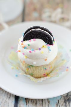 Its like my two favorite things had a baby. Funfetti Birthday Cake Oreo Cupcakes - The Cake Merchant Oreo Cupcakes, Cookie And Cream Cupcakes, Oreo Cake, Yummy Cupcakes, Cupcake Cookies, Gourmet Cupcakes, Strawberry Cupcakes, Easter Cupcakes, Flower Cupcakes