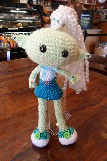 2000 Free Amigurumi Patterns: Alien Chick Crochet Pattern