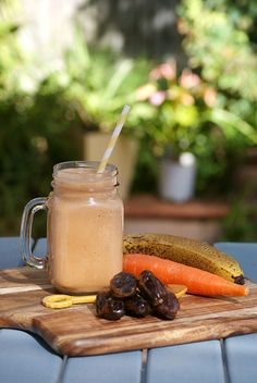 With just five simple ingredients, this smoothie legit tastes like dessert—yet it's way healthier for you! #smoothie #recipe #healthy http://greatist.com/eat/recipes/carrot-cake-smoothie