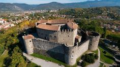 Guide to the city of Gorizia. Tourist information and places to visit in Gorizia. Set out to discover Friuli Venezia Giulia Great Places, Places To See, Chateau Moyen Age, Fantasy Castle, Saint Michel, Trieste, 11th Century, Fortification, Medieval Castle