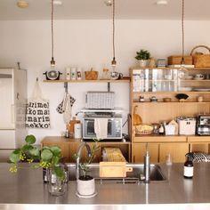 ≪キッチン≫ ●収納棚● 他の家具と統一感を持たせるためにウッド素材の物をチョイス。見せる収納棚で、かわいい食器を並べたい。