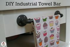 DIY Industrial Towel Bar – Hoosier Homemade , – Best Towel Models and Patterns 2020 Industrial House, Industrial Chic, Towel Rod, Towel Bars, Towel Rack Bathroom, Diy Bar, Home Projects, Diy Furniture, Home Improvement