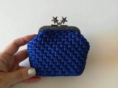 57df8a79df Μοναδικό χειροποίητο πορτοφολάκι σε υπέροχη μπλε ηλεκτρίκ απόχρωση με  ιδιαίτερο κούμπωμα με αστεράκια !