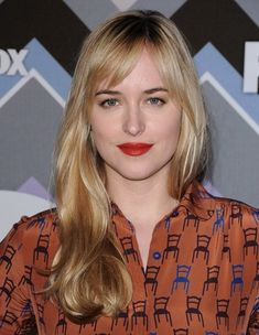 Dakota Johnson Long Wavy Cut - Dakota Johnson opted for a casual yet lovely wavy hairstyle with parted bangs when she attended the FOX All-Star party.