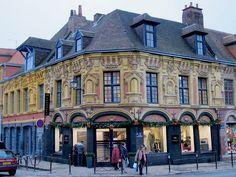 Boutiques - Place de Bettignies, Lille (59), via Flickr.
