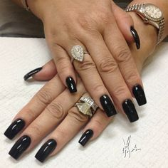 Tammy Taylor colored acrylic over natural nails.. Black acrylic over entire nail... ALL FREEHAND and no drills used. #tammytaylornails #nails #art #trueartist #nashville ##notpolish #nailart #acrylic #acrylicnails #freehand #tammytaylor