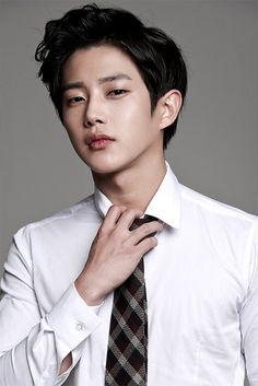 'Descendants of the Sun' Actor Kim Min Suk May Join Cast of 'We Got Married' | Koogle TV
