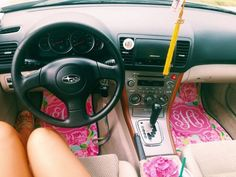 This is SO corny - and i love it. Lilly Pulitzer m Vw Camper, My Dream Car, Dream Cars, Lilly Pulitzer, Cute Car Accessories, Girly Car, Car Essentials, Car Goals, Car Hacks
