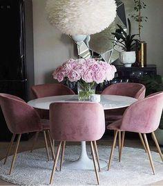 Apaixonada por essas cadeiras ❤️ #inspiração #meular #meucantinho #decoracao #casapequena #instadecor #enxoval #reforma #lardocelar #design #love #interiores #instahome #minhacasa #construção #decor #dicas #instadecor #noivinhas #home #T&J #meucantinho114 #homedecor #style