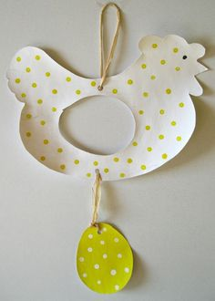 An Easter Chicken - in my class to me . Animal Crafts For Kids, Easter Crafts For Kids, Diy For Kids, Chicken Crafts, Arts And Crafts, Paper Crafts, Diy Ostern, Easter Activities, Little Gifts