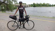 Jean-Aimé Bigirimana a parcouru 17 500 km en fixie !   Fixie Singlespeed, infos vélo fixie, pignon fixe, singlespeed.