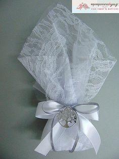 be1d87ee5a1a Μπομπονιέρα γάμου οικονομική με 2 τούλια οργάντζα λευκά 45Χ50 και το ...