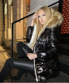 Shiny Leggings, Puffer Jackets, Cool Girl, Hooded Jacket, Jackets For Women, Fur, Nice, Sexy, Girls