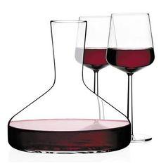 Ya sea para degustar, envasar o guardar, es más que obvio que una costumbre con gran tradición provoque brotes de creatividad a través de los años. Aunque hay cientos de años de tradición, me voy a enfocar en objetos contemporáneos que combinan el disfrutar de un buen vino con un buen diseño.