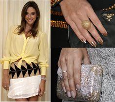 Julia Guimarães ensina como cuidar das unhas.     Agora, no blog. Julia, Sequin Skirt, Sequins, Skirts, Blog, Fashion, Nail Care, Take Care, Moda