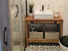 Un mueble para lavabo con palets Laundry In Bathroom, Basement Bathroom, Small Bathroom, Beautiful Houses Interior, Bath Remodel, Diy Bedroom Decor, Home Decor, Interior Design, Furniture