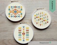 modern cross stitch pattern arrows and borders aztec par Happinesst